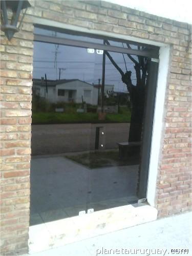 Mamparas Para Baño Blindex:Alucry Vidriería y Carpintería en Aluminio en Montevideo Capital